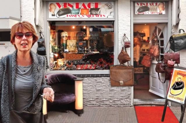 a09884081d3 ... Funshopgids Haarlem - Vintage tassen en sieraden - Fotoimpressie 2